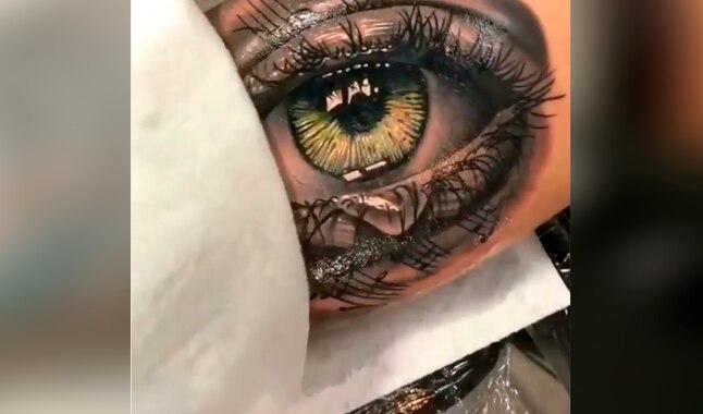 Chico se hace tatuaje en todo el brazo y queda impactado con el resultado del diseño [VIDEO]